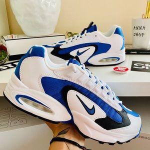 NWT Nike Air Max triax sneakers